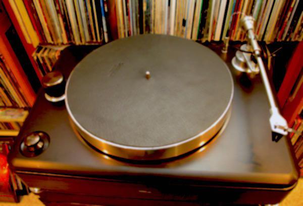"Shinola's ""Plug'n'Play"" Runwell Turntable | Analog Planet"