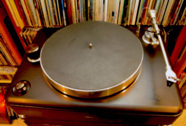 "Shinola's ""Plug'n'Play"" Runwell Turntable"