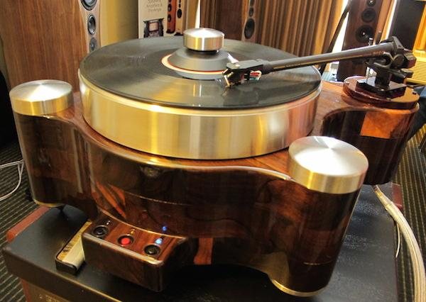 Pbn introduces curvaceous turntable based on vpi 39 s classic for Direct drive turntable motor